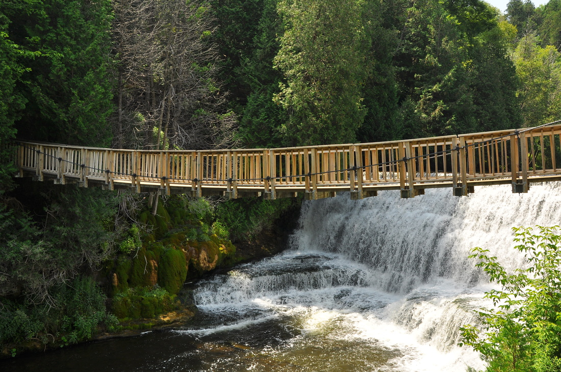 Best Places To Get In Touch With Nature Near Toronto Narcity - 6 scenic hikes in halton hills